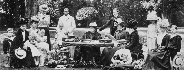 Queen-Victoria-and-Family-1898-M888557